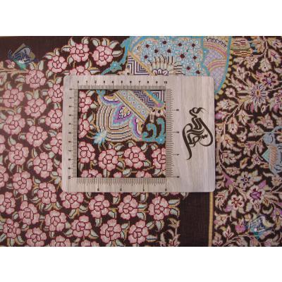 قالیچه دستباف تمام ابریشم قم طرح سینی گلریز تولیدی قربانی
