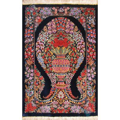تابلو فرش قم طرح گل و گلدان