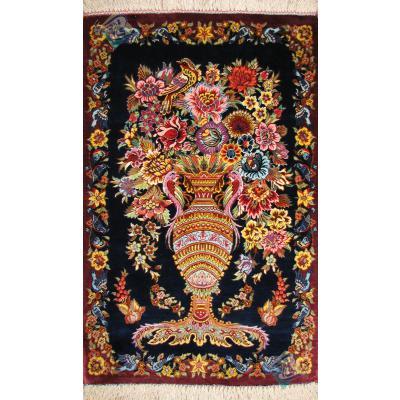 تابلویی دستباف تمام ابریشم قم نقشه گلدانی هشتاد رج